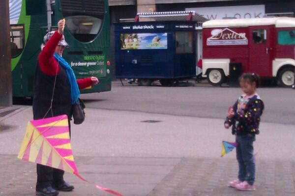 Susan and child kites